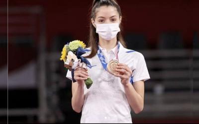 Schweigeminute für Terror-Opfer: Medaille in Taekwondo